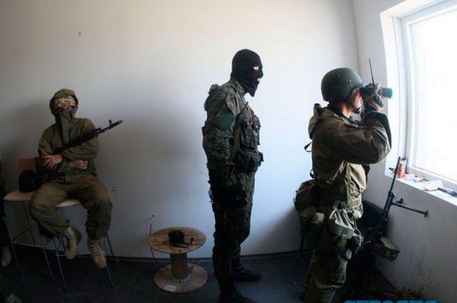 Боевики в одном из помещений жилых кварталов Славянска