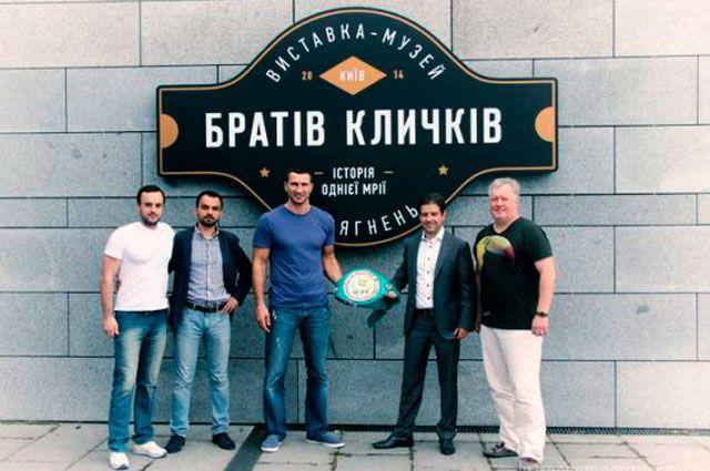 Пояс братьев Кличко в Киеве