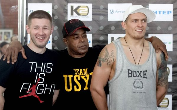 Боксер Александр Усик и его команда
