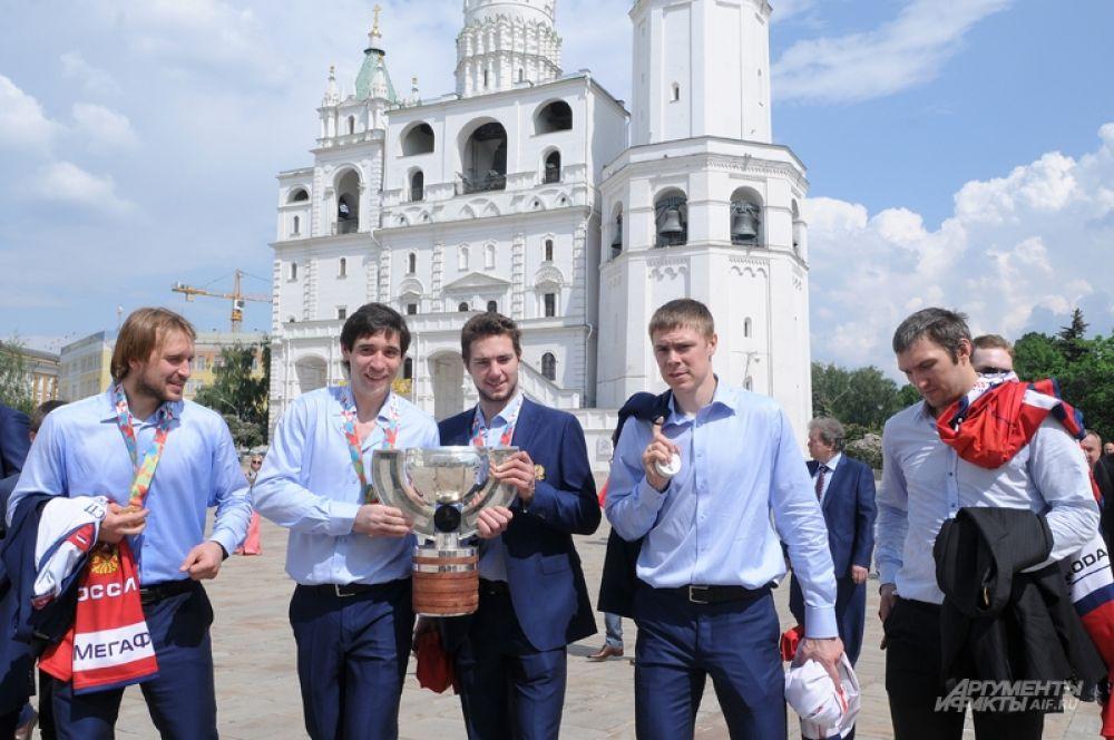 Игроки сборной России по хоккею перед церемонией вручения госнаград.