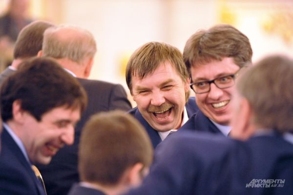 Тренеры сборной Олег Знарок и Харийс Витолиньш.