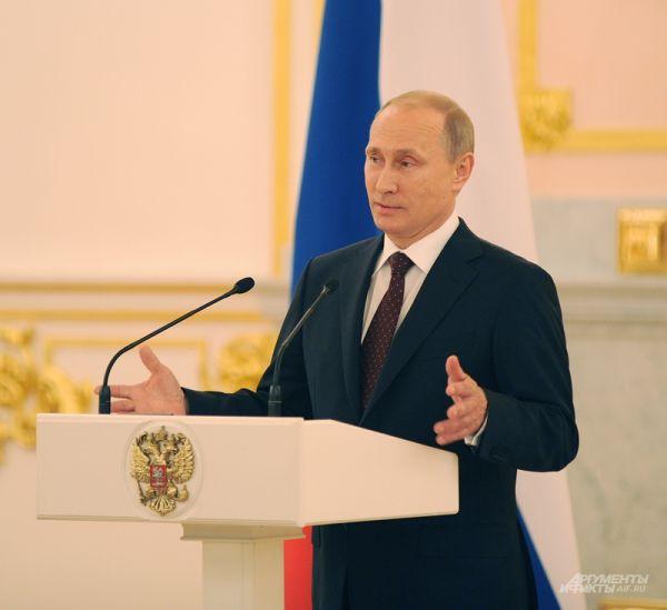 Владимир Путин поздравляет сборную России по хоккею с победой на чемпионате мира.