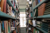 Путь поиска знание на библиотечных полках стал слишком трудным для читателей.