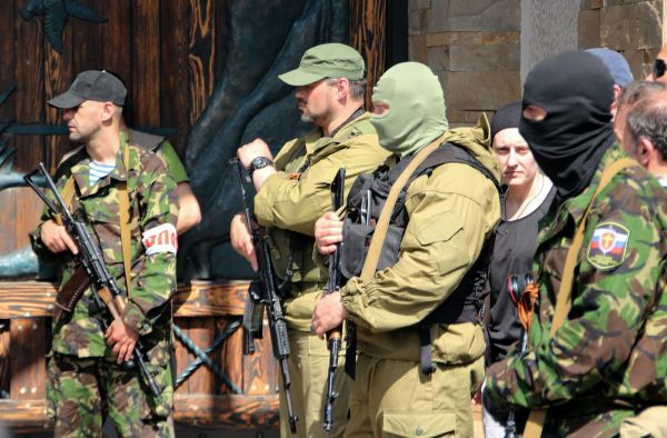 Бойцы «Донецкой народной республики» и организации «Оплот»