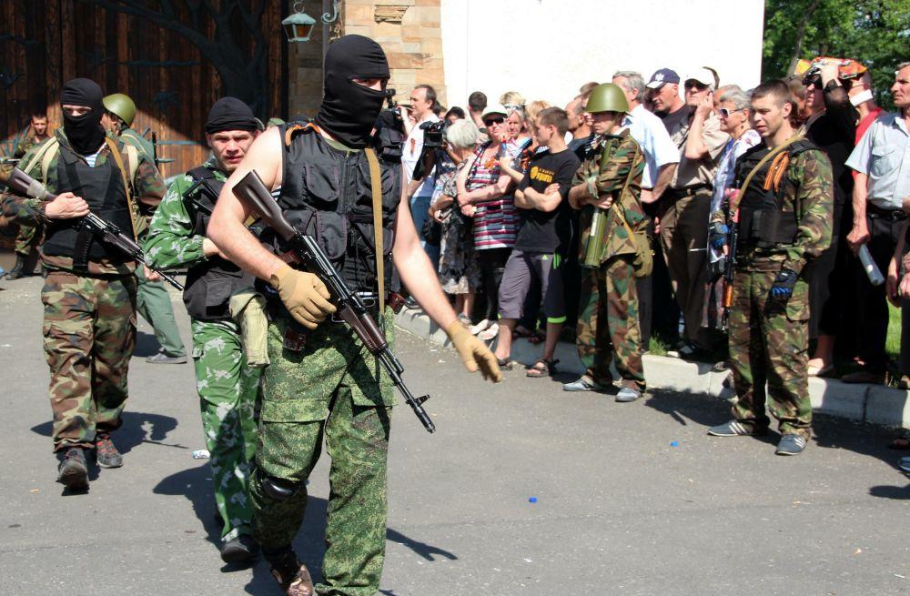 Вооруженные люди у имения Рината Ахметова