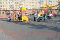 Согласно правилам благоустройства, оставлять машины нас детских площадках будет запрещено.