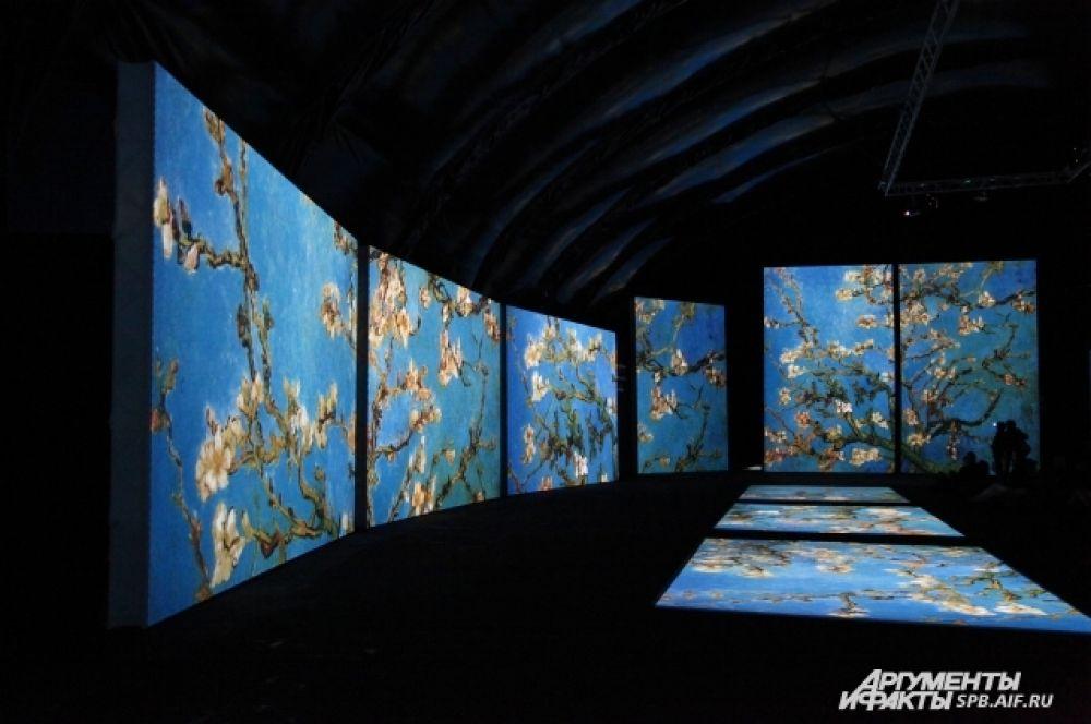 Экспозиция представляет собой смесь искусства и технологий.