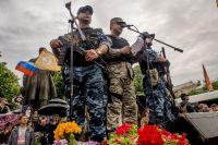 "Активисты ""ЛНР"" на митинге"