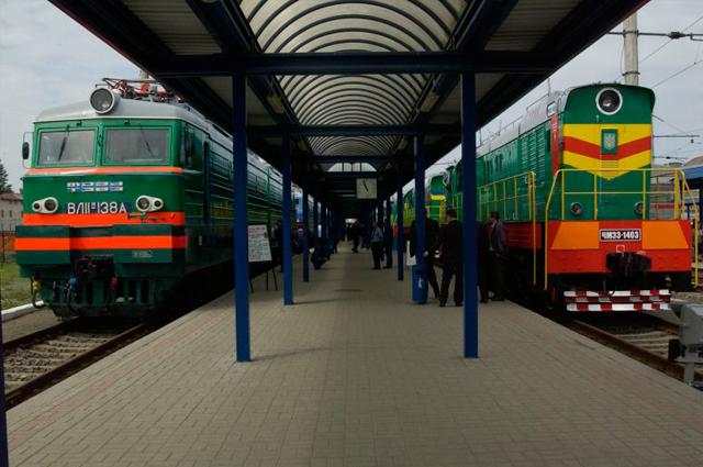 Поезд у платформы