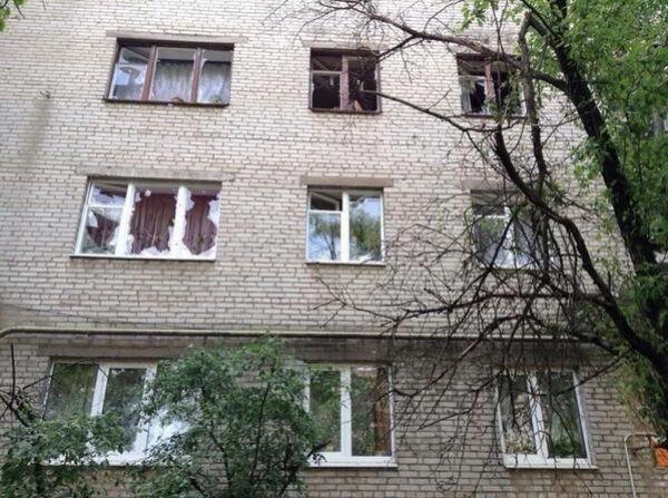 Снаряд попал в школу Славянска