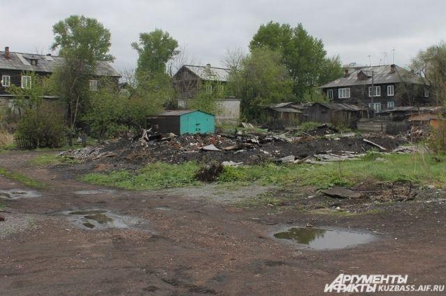 Горожане больше не хотят видеть на своей улице разрушенный дом.