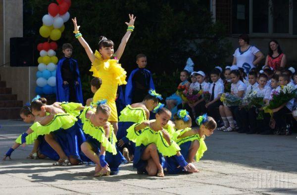 Танцевальный номер в одесской гимназии