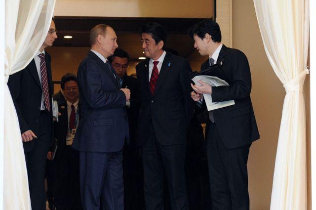 Президент России Владимир Путин и премьер-министр Японии Синдзо Абэ.