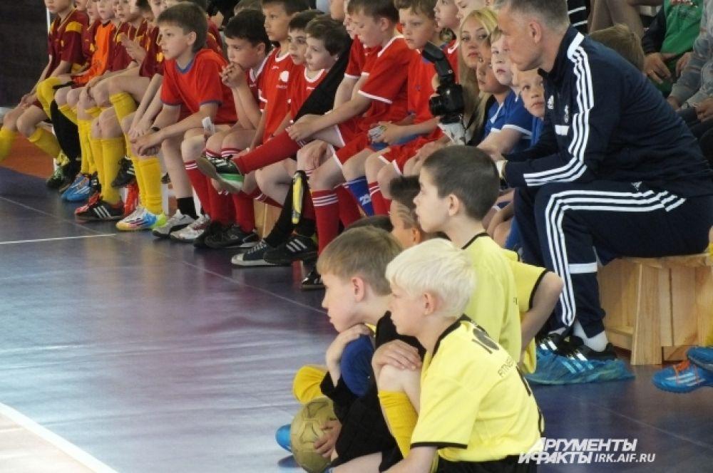 - Соревнования такого масштаба у нас впервые, - рассказывает тренер победителей Лидия Николаевна Котышева, - и для мальчиков здесь открылись совершенно новые границы. В их возрасте очень важно окунуться в такую атмосферу.