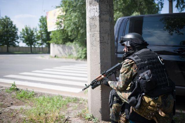 Вооруженный террорист на Донбассе
