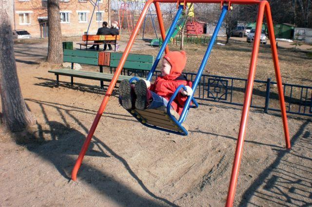 Некачественные детские площадки могут стоить городу дорого.