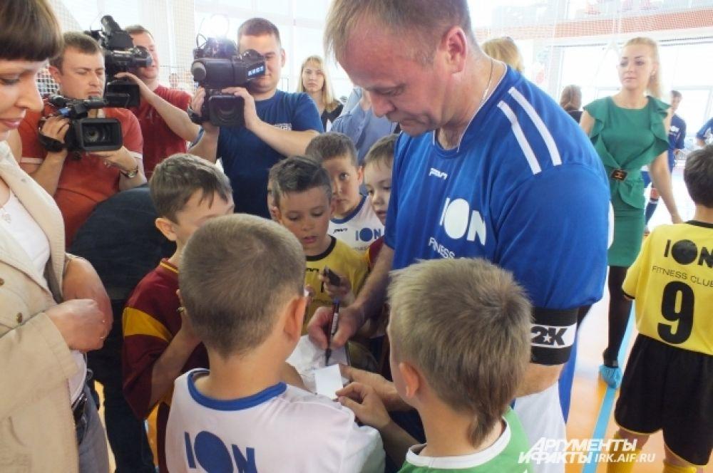 По итогам турнира Кубок Губернатора был вручен самим Сергеем Владимировичем Ерощенко команде гимназии №3.