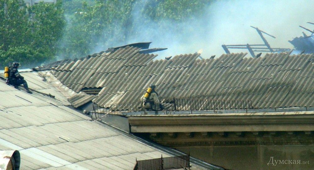 Ликвидация возгорания на крыше института сухопутных войск в Одессе