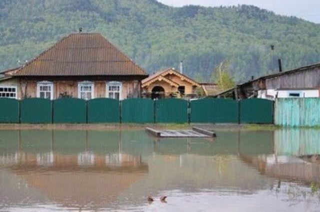 Из подтопленных домов эвакуировано 49 человек, в том числе 13 детей.