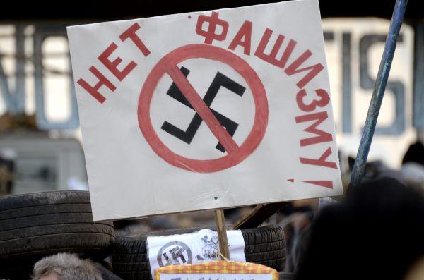 Надпись на одной из табличек, установленной на баррикадах