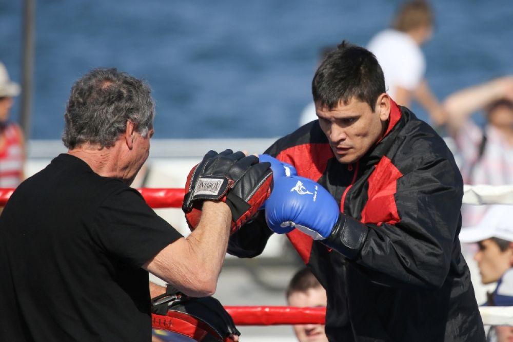 Соперник боксера Александра Усика аргентинец Сезар Давид Кренс
