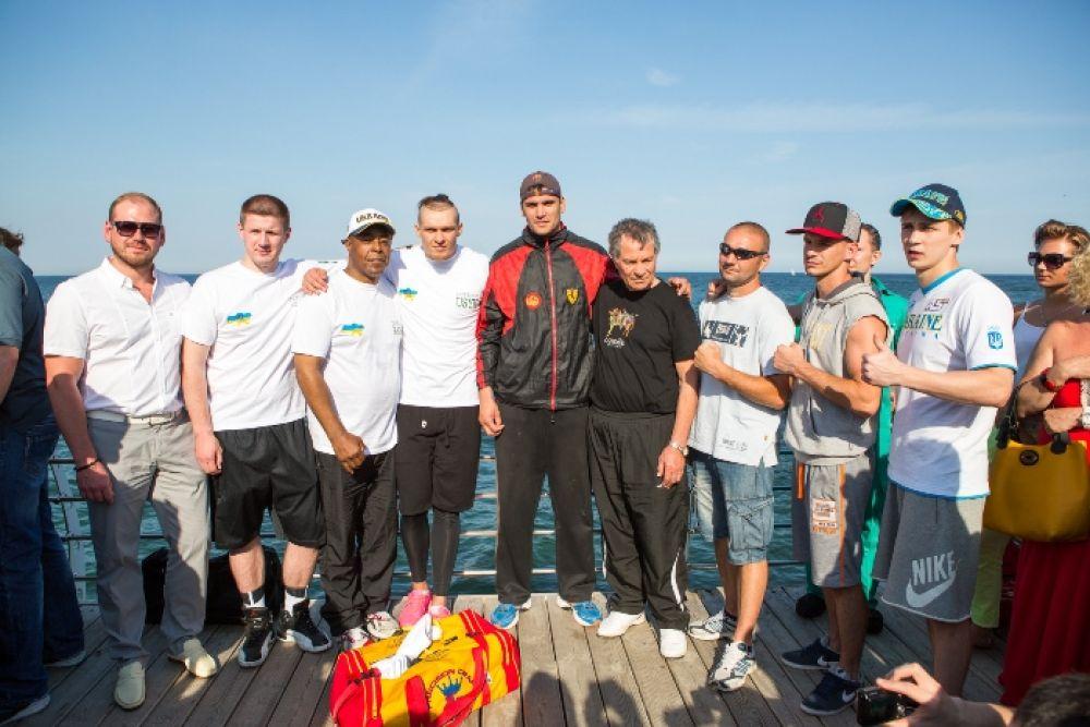 Групповое фото от боксеров и их команд в Одессе