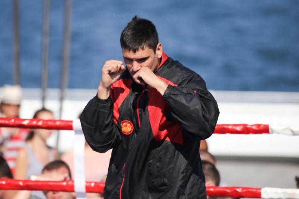 Аргентинец Сезар Давид Кренс на открытой тренировке по боксу