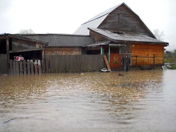 Потоплено около 560 приусадебных участков и 200 домов.