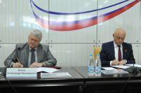 Виктор нАзаров и Александр Алексеев подписали договор о сотрудничестве.