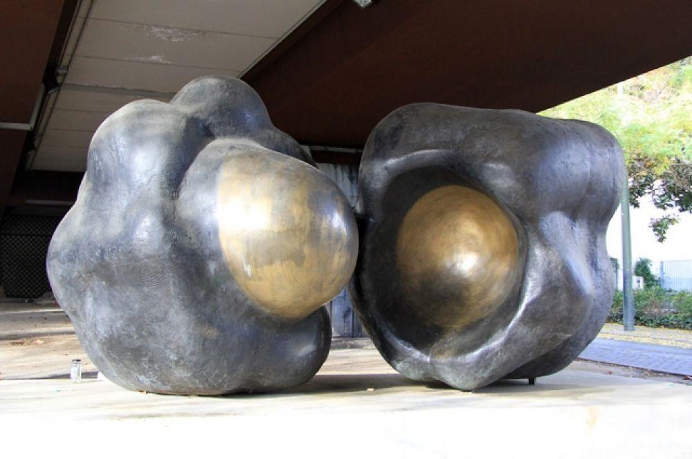 Испанцы вообще любят скульптурные формы и готовы найти им место на любом клочке городской земли.