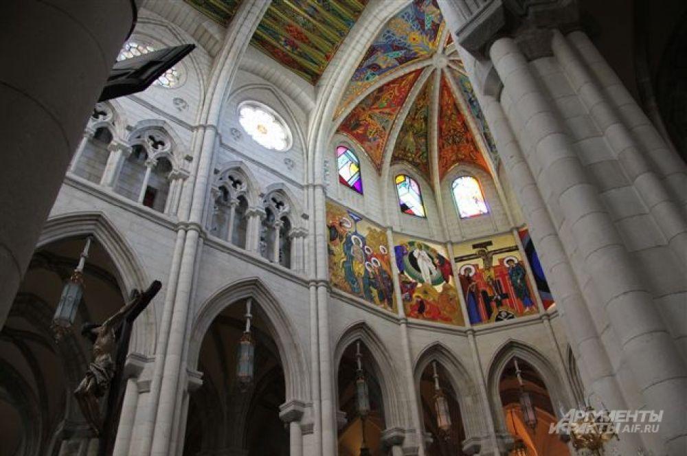 Внутри собора  св. Франциска Великого.