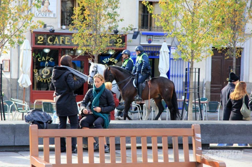 Конная полиция - дело для Мадрида обычное.