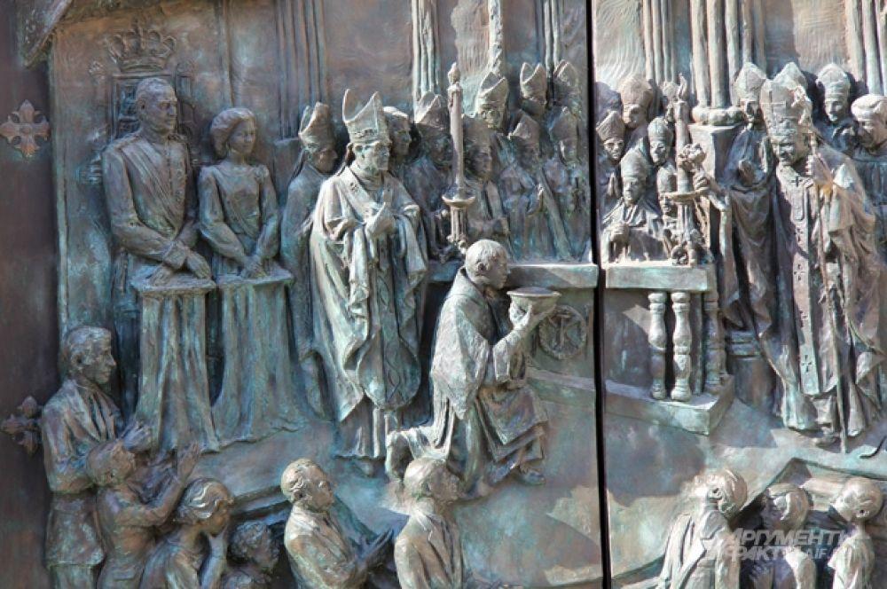 Фрагмент барельефа двери собора  св. Франциска Великого.
