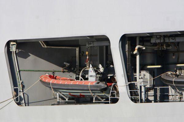 Однако проем в районе лифтов имеет недостаточную высоту для Ка-29 и будет увеличен.