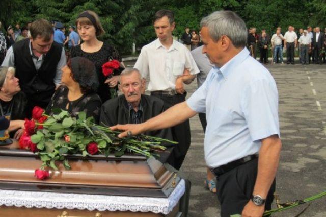 Прощание с погибшими летчиками в Александрии