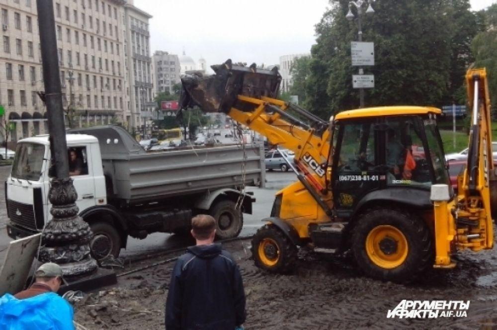 Баррикаду на улице Грушевского убрали после длительных переговоров