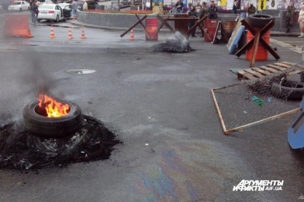 Несогласные с действиями коммунальщиков активисты жгут автопокрышки