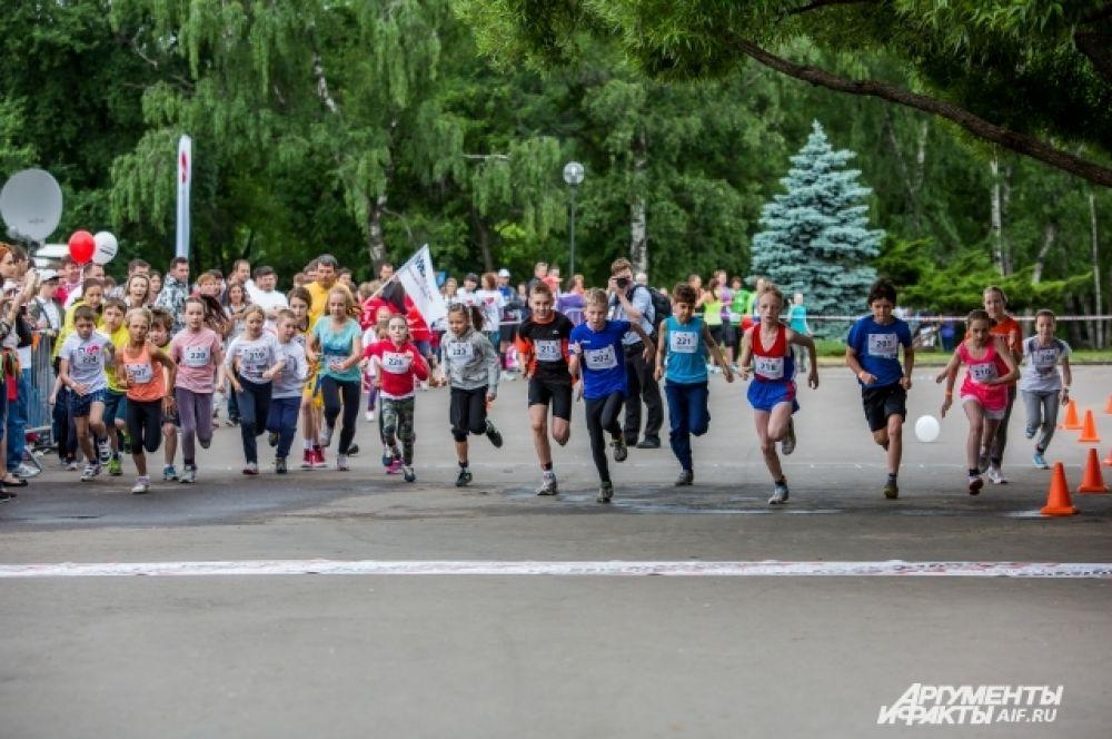 Это уже 4 благотворительный забег, организованный фондом «Даунсайд Ап». Проходит марафон в рамках большой благотворительной акции «Спорт во благо». Цель проекта - сбор средств на развивающие программы для подопечных фонда. И, конечно, привлечение внимания к проблемам детей с синдромом Дауна.