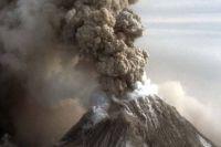 Выброс пепла на вулкане Шивелуч.