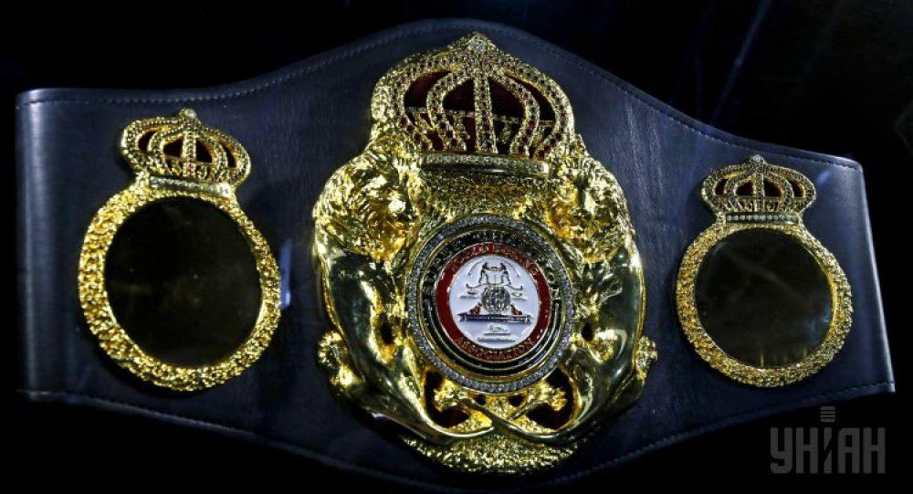 Чемпионский пояс WBA Super World. Владимир Кличко выиграл этот пояс в июле 2011 года, победив в объединенном поединке Дэвида Хэя