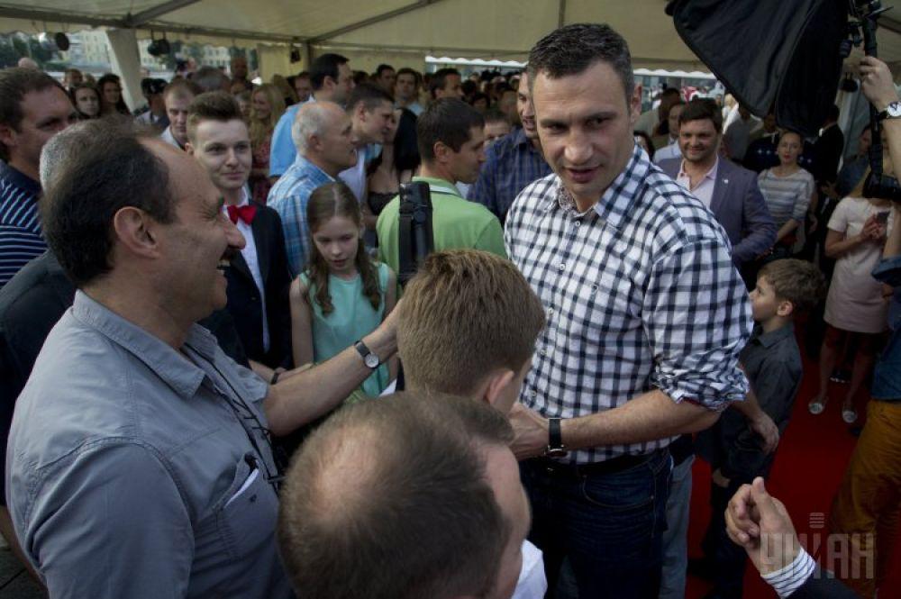 Виталий Кличко общается с поклонниками на выставке-музее