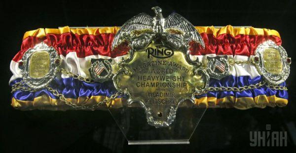 Чемпионский пояс THE RING. Владимир Кличко владеет трофеем, который был основан американским журналом «Ринг», с 2009 года