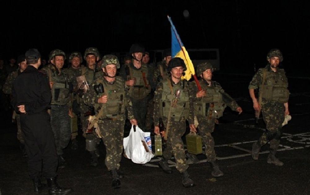 Военных торжественно встретили на полигоне вблизи Киева