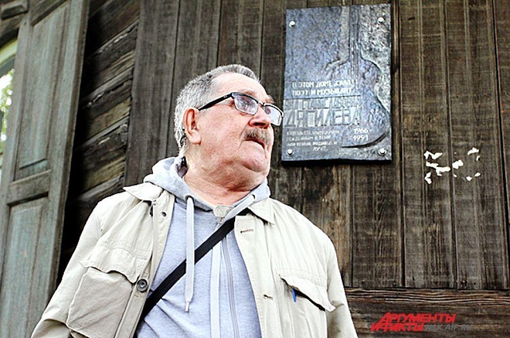 Станислав Иванович, отец поэтессы, увидев на открытии много молодых людей, сказал, что удивлен и рад: «Значит, Янка трогает до сих пор»