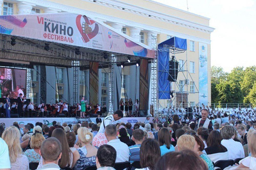 1.Площадь Ленина, вечер 1 июня