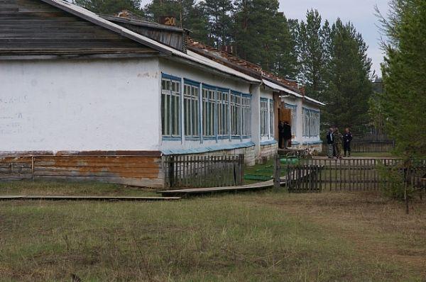 благодаря действиям учителей, здание поселковой школы удалось отстоять.