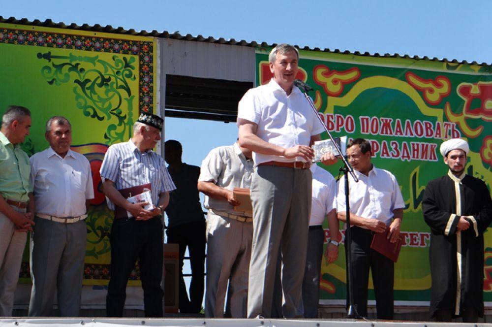 Открывали Сабантуй руководители области, города, гости из республики Татарстан и даже из Крыма!