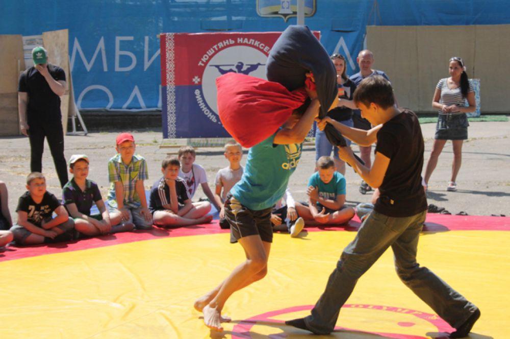 12. Бои на мешках – одна из мордовских национальных забав