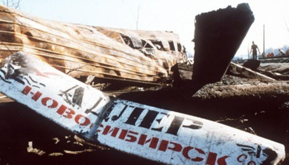 Официальная версия утверждает, что утечка газа из продуктопровода стала возможной из-за повреждений, нанесённых ему ковшом экскаватора при его строительстве в октябре 1985 года, за четыре года до катастрофы. Утечка началась за 40 минут до взрыва.