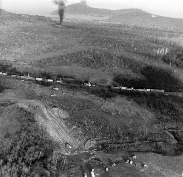 При встрече двух поездов, возможно, в результате торможения, возникла искра, которая послужила причиной детонации газа.